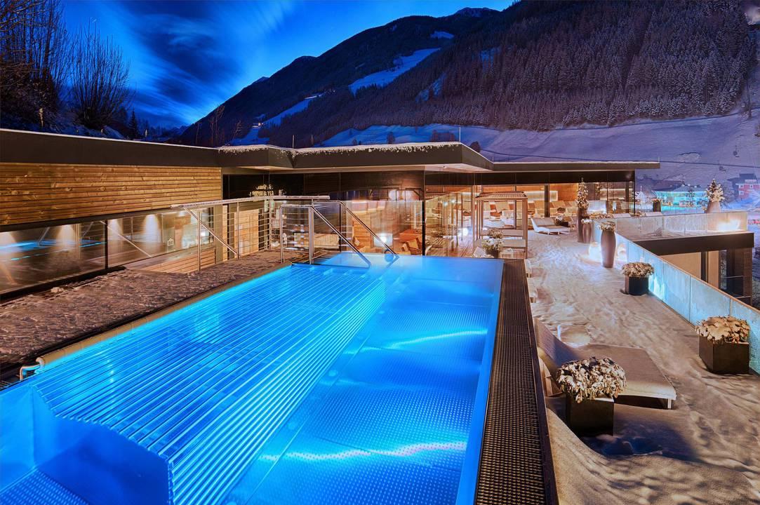 Das hotel im ahrntal amonti lunaris wellnessresort for Design wellnesshotel sudtirol